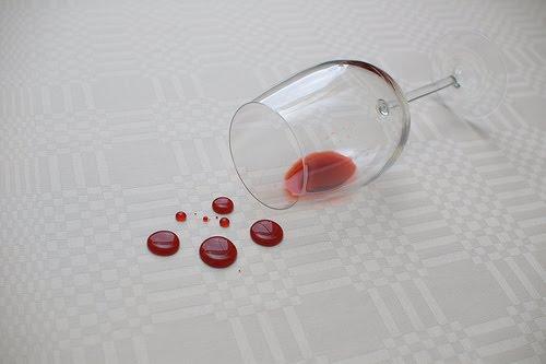 Como quitar manchas de vino de la ropa que es bueno - Manchas de vino ...