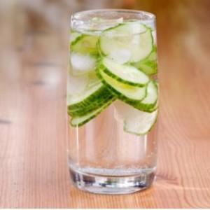 beber agua de pepinos